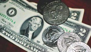 Soñar con monedas y billetes